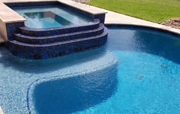 Geometric Pool with Curves